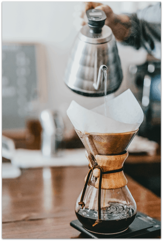 Preparing coffee in a Chemex Pour Over